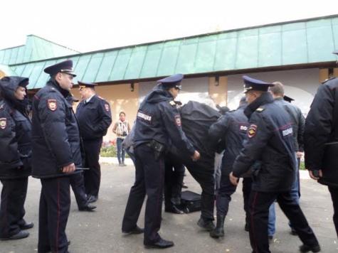В Константиново с применением насилия задержаны 77-летний залуженный архитектор Гаврилов, активисты Кочетков и Петруцкий Zaderzh